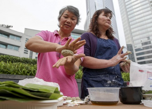 Fung Yu Chuk & Wong Kwai Chun making traditional Hakka tea cakes